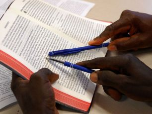 Teaching literacy in the Anufo Bible
