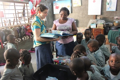 Christy gives materials to the Bé Kindergarten teacher